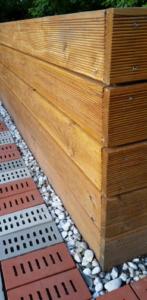 Unser Hochbeet: Douglasie Holzdielen mit Rillen Struktur